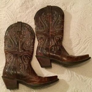Ariat Shoes - Stunning pair of ATIAT boots. Immaculate condition